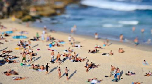 sunbathers_at_tamarama___from_beeched_i_gallery__600x3342